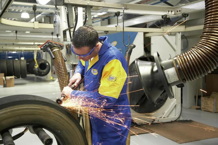 Produktionshelfer(in) für LKW-Reifen