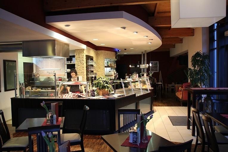 Servicekraft in Voll- oder Teilzeit für das Café Kanapé in Bobingen (m/w)