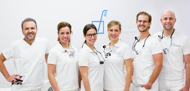 Zahnarzthelfer / Zahnarzthelferin (ZFA) für Assistenz  im Behandlungszimmer und OP