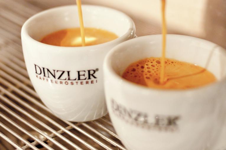 Für jeden Sonntag im Eiscafe Franzetti suchen wir BUFETT-MITARBEITER m/w in Holzkirchen.