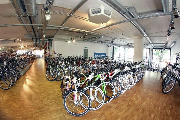 Wir suchen einen Zweiradverkäufer (m/w) in Vollzeit, Teilzeit oder auf 450 € Basis!