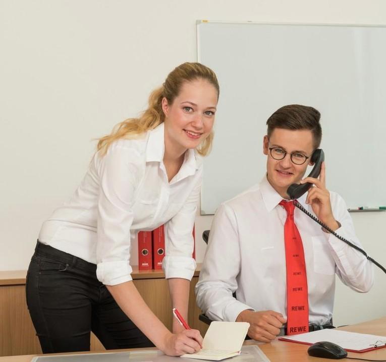 """Auszubildenden zum Kaufmann im Groß- und Außenhandel (m/w) mit berufsbegleitendem Studium """"Business Administration (Bachelor of Arts, Fachrichtung Handel)"""""""