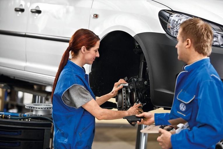 Auszubildende zum/zur Kfz-Mechatroniker/-in Personenkraftwagen